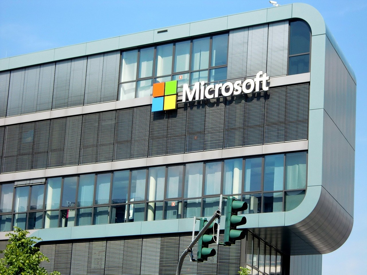 Kwartalne wyniki Microsoft powyżej oczekiwań, akcje lekko w górę